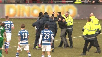 Trieste taferelen: supporters bestormen veld en vallen stewards en spelers aan