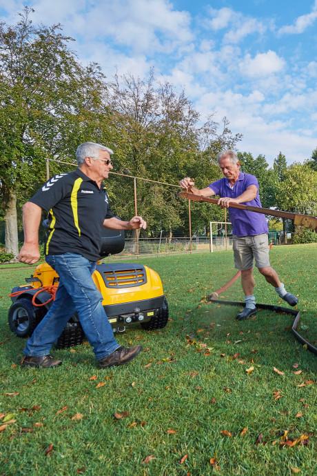 Het regent weer, maar de groene Brabantse sportvelden zijn er nog niet mee gered