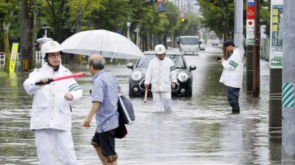 Twee doden bij noodweer in Japan, honderdduizenden mensen geëvacueerd