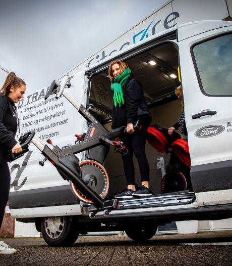 Sjouwen met spinningfietsen en kettlebells: leden van deze sportschool krijgen spullen gewoon thuisbezorgd