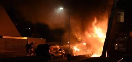 Uitslaande brand in garagebox in Duiven