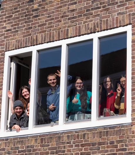 Studenten UCR in 'intelligente lock down', sommigen zijn zelfs begonnen met tuinieren of bakken