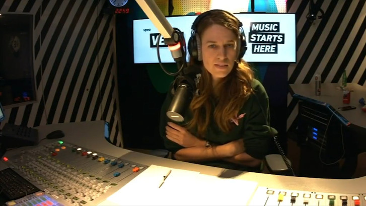 3FM-dj belt luisteraar die vieze berichtjes stuurt