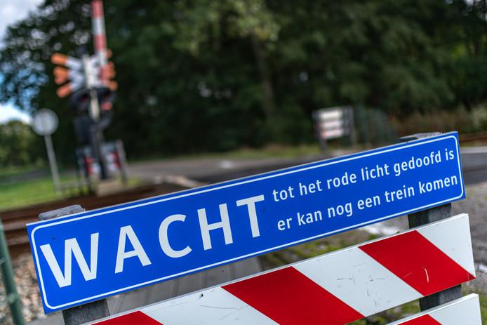 Spoorwegovergangen zijn in veel gemeentes vervelende knelpunten voor het verkeer. In Etten-Leur is dat niet anders.