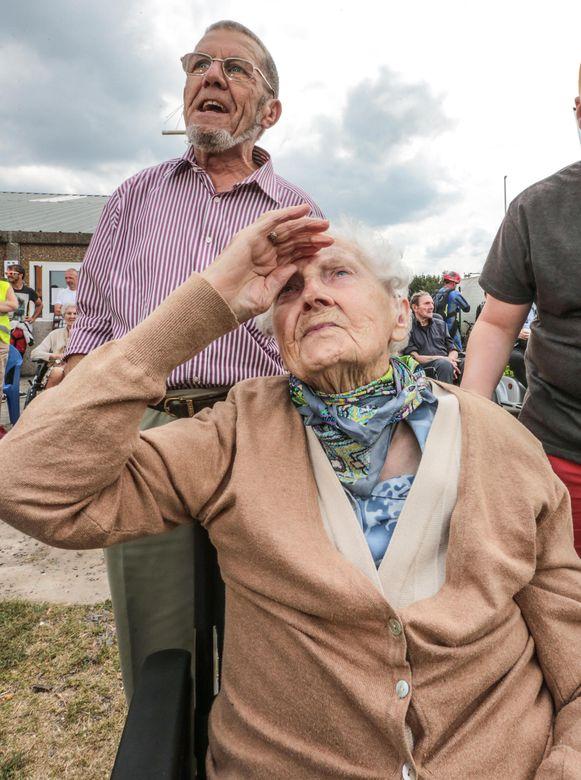 Agnes Desimpel (103) en haar zoon Willy Vanmarcke.