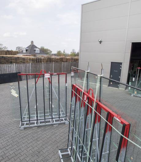 Glasbedrijf in Enter overweegt brandgevaarlijke buurman uit te kopen