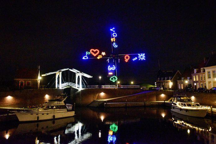 De verlichte stadshaven tijdens een eerder lichtfestival  in de vesting Heusden.