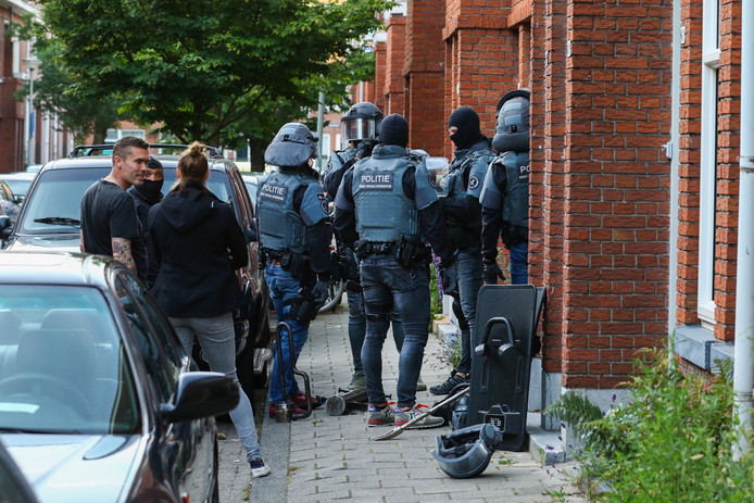 De inval aan de Amperestraat in Schiedam./