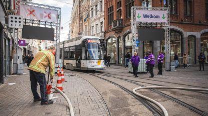 Eerste winkeldag verliep rustig maar niet vlekkeloos: poort aan Veldstraat waaide om, gelukkig zonder schade