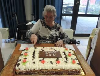 Rosalie viert 101ste verjaardag in wzc Heyvis