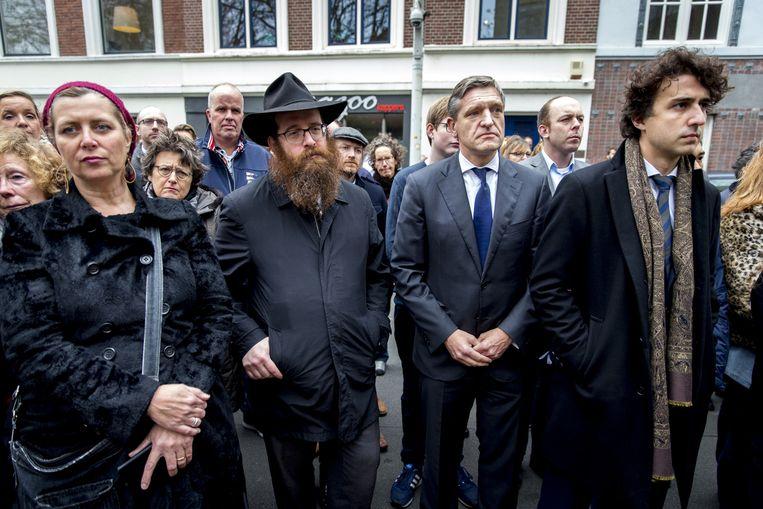 CDA-fractievoorzitter Sybrand van Haersma Buma en GroenLinks-fractievoorzitter Jesse Klaver bij de ambassade van Frankrijk in Den Haag. Beeld anp