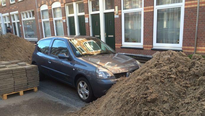 Nagenieten van de vakantie was er voor Charley Klepke en Mariëlle de Boer niet bij, toen ze hun auto op deze manier aantroffen.