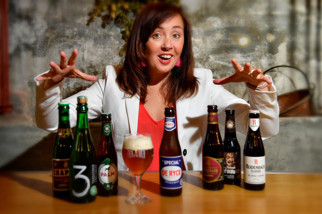 Biersommelier Sofie Vanraefelgem met een selectie streekbieren die meedingen naar de titel van Het Streekproduct 2019