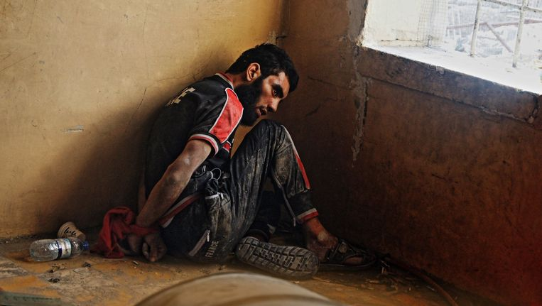 Deze vermoedelijke IS-strijder wordt vastgehouden in Mosoel samen met nog honderden anderen.