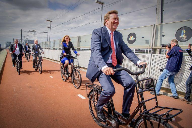Koning Willem-Alexander arriveerde vorig jaar op de fiets bij het internationale fietscongres Velo-city in Nijmegen. Beeld ANP