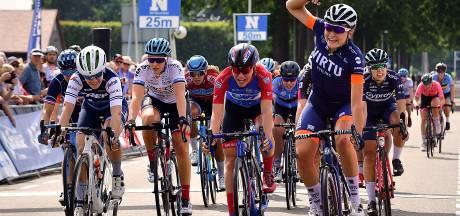 Massaspurt op de Wouwbaan bij BeNe Ladies Tour, maar geen kijkende mensenmassa's