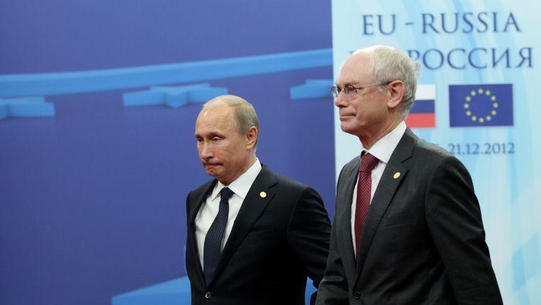 De Russische president Poetin en Herman van Rompuy, voorzitter van de Europese Raad, tijdens een bijeenkomst in Brussel. Beeld epa