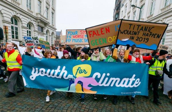 In Brussel spijbelen 35 duizend jongeren om te demonstreren: 'Make the climate great again'