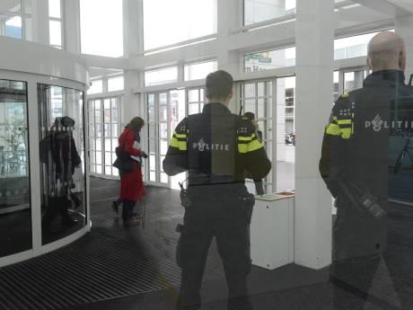 Beveiliging stadhuis Den Haag, Centraal Station en Binnenhof opgeschaald na dreigtelefoontje
