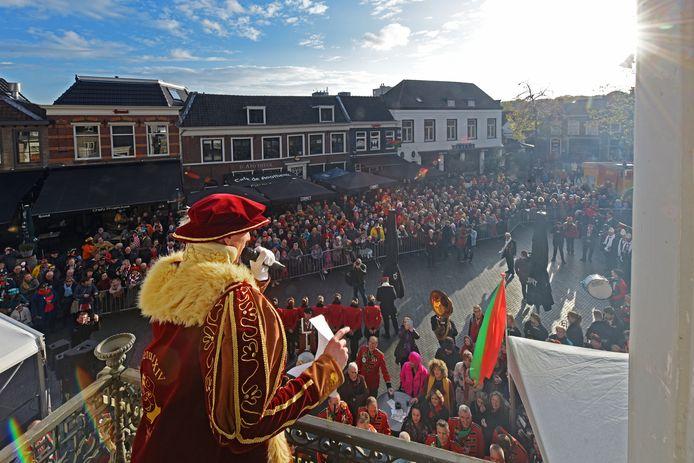 OOSTERHOUT - Prins Mienus XIV opent het carnavalsseizoen in Kaaiendonk.