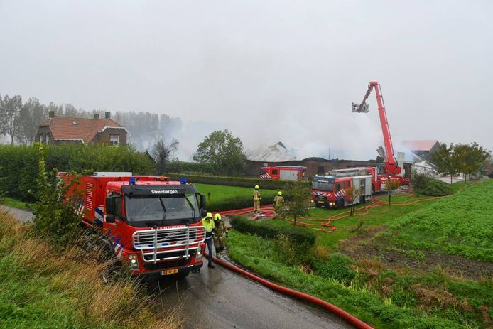 Er werd heel veel brandweer opgeroepen om het vuur te bestrijden.