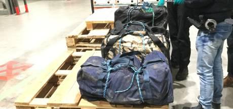 Douane vindt 124 kilo cocaïne tussen bakbananen in IJsselmuiden; straatwaarde van ruim drie miljoen euro