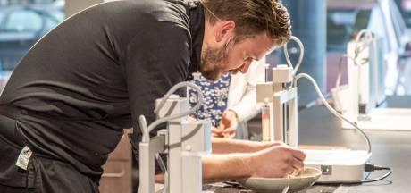 Chocolade, fruit en zelfs vlees: horecaprofs leren eten 3D-printen in Zwolle
