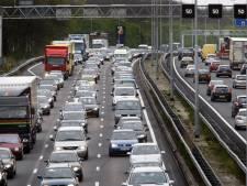File en afgesloten snelweg door ongeluk op A9