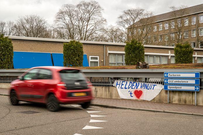 Spandoeken bij het Elkerliek ziekenhuis in Helmond in maart, tijdens de eerste coronagolf.