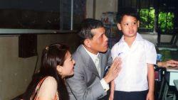 Zoon van Thaise koning leidt leven van 'eenzaamheid en afwijzing', terwijl vader omringd wordt door 20 maîtresses