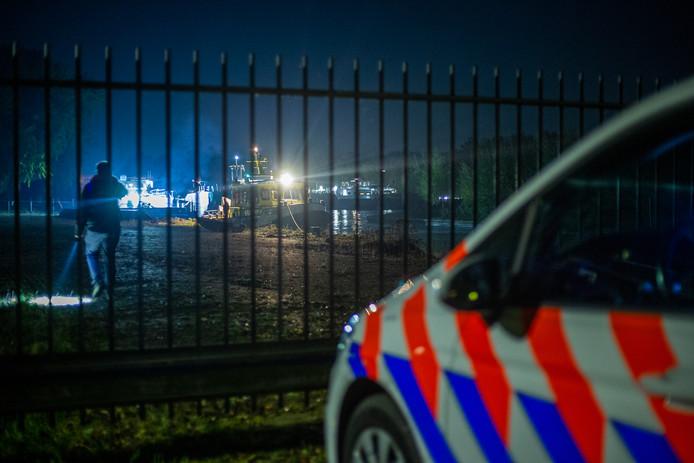 Twee binnenvaartschepen zijn vanavond met elkaar in botsing gekomen op het Amsterdam-Rijnkanaal. Het ongeval op het water gebeurde er hoogte van Nigtevecht.