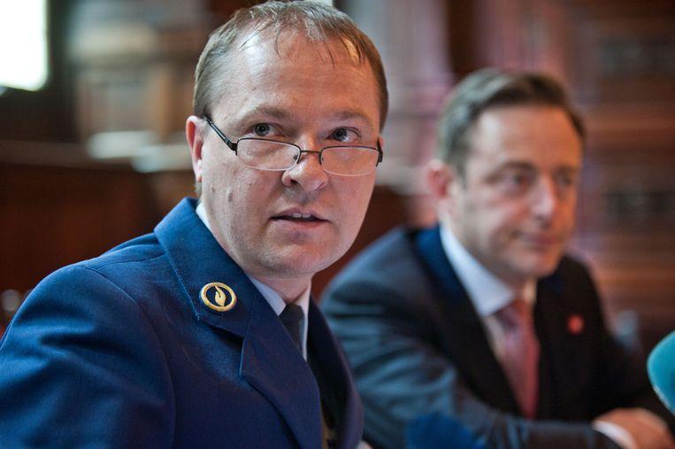 Korpschef Serge Muyters en burgemeester Bart De Wever.