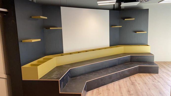 Het jeugdpodium in de nieuwe bibliotheek in Oldenzaal.