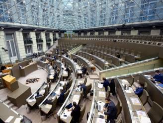 Vlaams Parlement keurt 108 corona-aanbevelingen voor het onderwijs goed