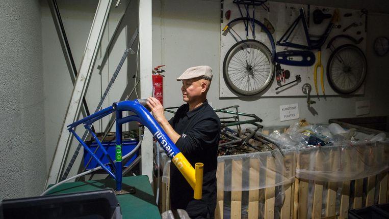 Van afgedankte barrels maken ze bij Roetz nieuwe designfietsen. Beeld Mats van Soolingen