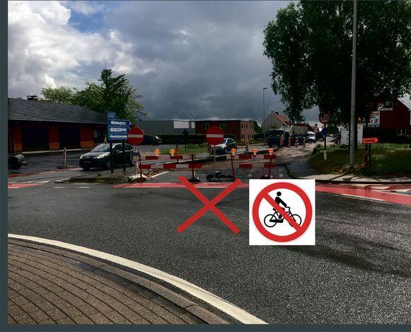 De gewijzigde verkeerssituatie voor fietsers in de Oostrozebekestraat.