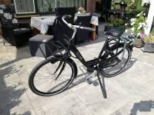 Beroofde Eindhovense postbode springt na heftig weekend alweer op fiets: 'Val me niet meer aan alsjeblieft'