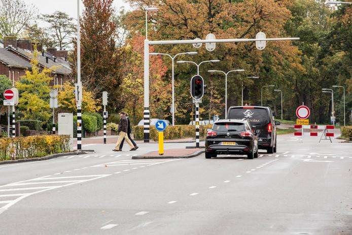 De kruising van de Deventerweg met de Van der Capellenlaan. Het kruispunt is één van de gevaarlijkste punten van de Deventerweg in Zutphen. De hele weg ondergaat komend jaar een metamorfose.