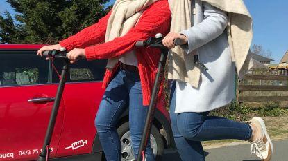 """Verpleegsters met elektrische step naar patiënt: """"Nooit meer parkeerproblemen"""""""