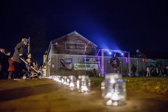 Dit jaar wordt in het centrum van Rucphen uitgepakt met een avondvullende Lichtjesavond. In 2016 was het nog wat kleinschaliger.