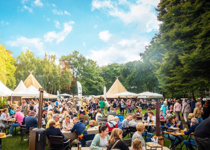 Sfeerbeeld van culinaire festijn TipischNijmegen!, vorig jaar op het Julianapark in Nijmegen.