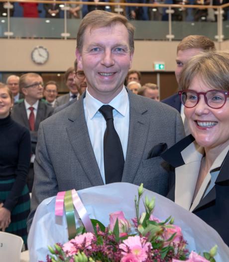 Links geeft burgemeester Veenendaal het voordeel van de twijfel