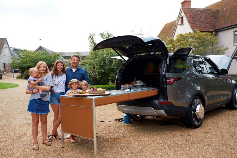 Jamie Oliver met zijn vrouw Jools en vier van hun vijf kinderen.