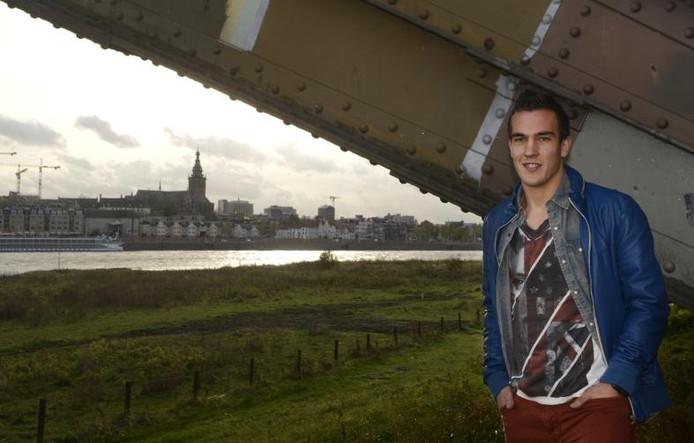 Daan Disveld voor de skyline van Nijmegen in 2013. Bij NEC steeg het talent uit Lent tot grote hoogte.