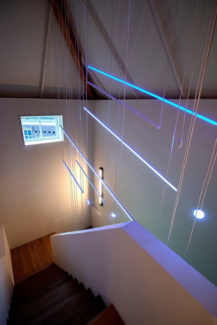 Lichtkunst in een van de trappenhuizen van Kazerne, Home of Design in Eindhoven.