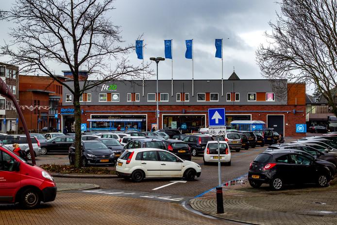 Terwijl parkeerplaats Molenhof altijd vol staat, blijft de parkeergarage onder Het Schip nog vaak onderbezet. Daar wil de gemeente Raalte verandering in brengen.