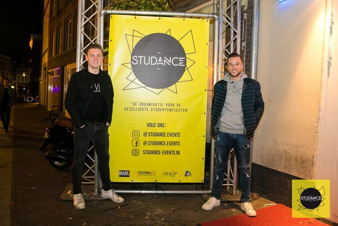 Dennis de Laat (links) en Ralph Bethlem organiseren studentenavonden met hun bedrijf Studance Events.
