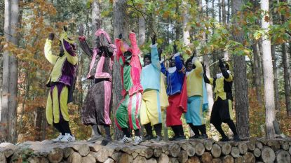 Partypieten dagen kinderen uit om 'Pietenpolonaise' te dansen