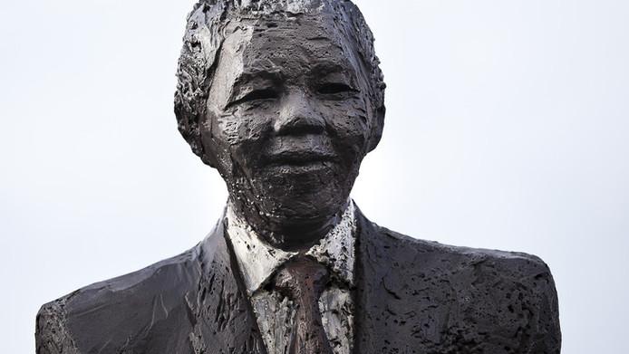 Het beeld van Mandela in Den Haag.