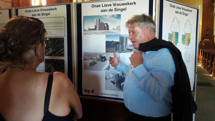 Architect Taco Tuinhof geeft uitleg over het project.